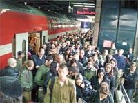 צפיפות רכבת יום ראשון / צלם: רוני בר און